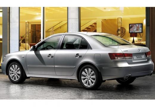 HYUNDAI Sonata VII sedan silver grey tylny lewy