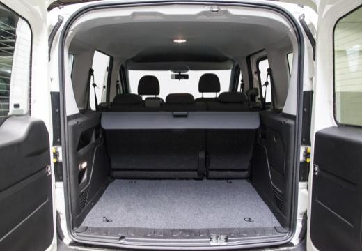 FIAT Doblo III kombi biały przestrzeń załadunkowa