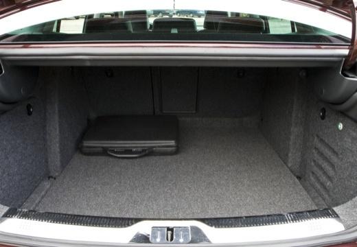 SKODA Superb III hatchback przestrzeń załadunkowa