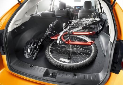 SUBARU XV hatchback pomarańczowy przestrzeń załadunkowa