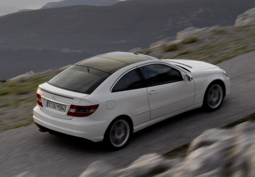 MERCEDES-BENZ Klasa CLC coupe biały tylny prawy