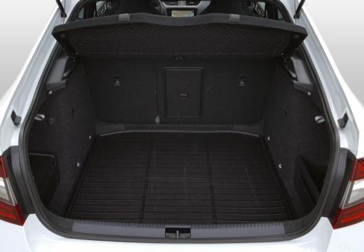 SKODA Octavia III II hatchback przestrzeń załadunkowa