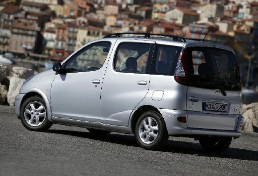 Toyota Yaris Verso II kombi silver grey tylny lewy
