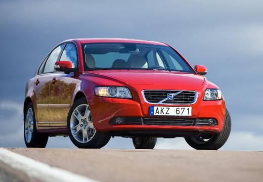 VOLVO S40 sedan czerwony jasny przedni prawy