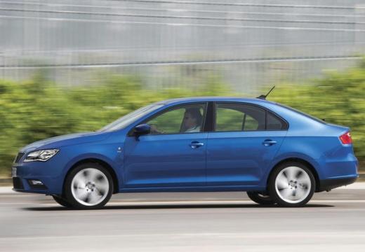 SEAT Toledo IV hatchback niebieski jasny boczny lewy