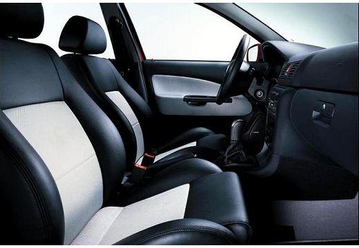 SKODA Octavia II hatchback wnętrze