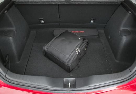 HONDA Civic VIII hatchback czerwony jasny przestrzeń załadunkowa