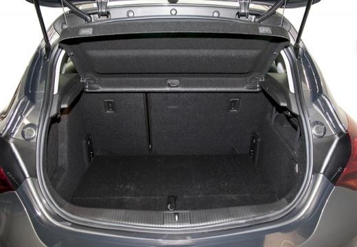 OPEL Astra IV II hatchback czarny przestrzeń załadunkowa