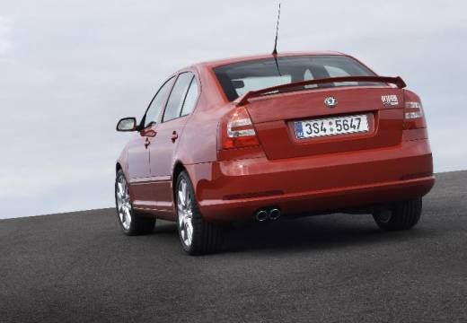 SKODA Octavia II I hatchback czerwony jasny tylny lewy