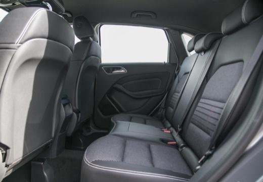 MERCEDES-BENZ Klasa B IV hatchback wnętrze