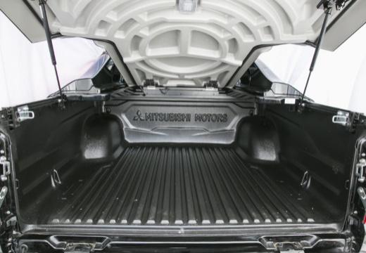 MITSUBISHI L 200 IV pickup czarny przestrzeń załadunkowa