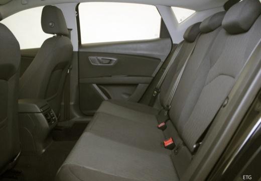 SEAT Leon IV hatchback czarny wnętrze