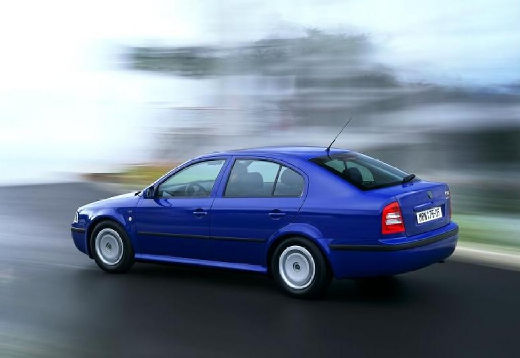 SKODA Octavia II hatchback niebieski jasny tylny lewy