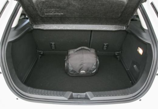 MAZDA CX-3 hatchback biały przestrzeń załadunkowa