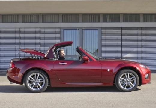 MAZDA MX-5 roadster czerwony jasny boczny prawy