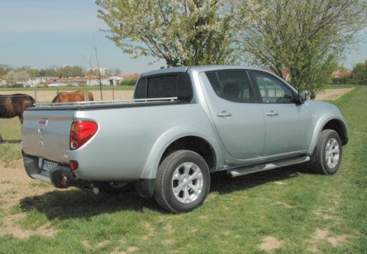 MITSUBISHI L 200 L200 pickup silver grey tylny prawy