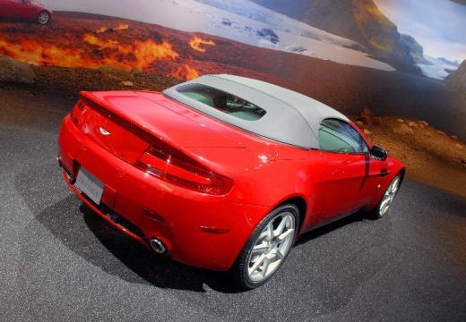 ASTON MARTIN Vantage roadster czerwony jasny tylny prawy