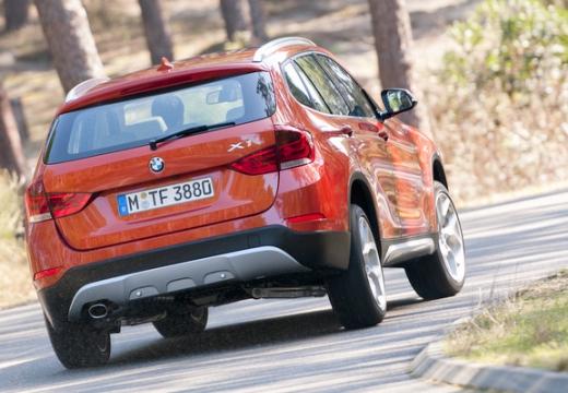 BMW X1 X 1 E84 II kombi pomarańczowy tylny prawy