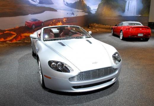 ASTON MARTIN Vantage roadster silver grey przedni prawy