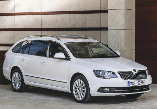 skoda superb 3 6 fsi 4x4 active dsg kombi ii 260km 2013. Black Bedroom Furniture Sets. Home Design Ideas