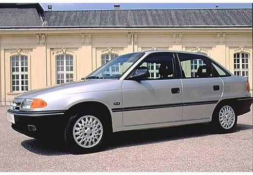 OPEL Astra I sedan silver grey przedni lewy