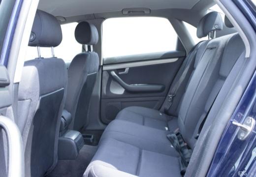 AUDI A4 8E I sedan wnętrze
