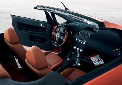 MITSUBISHI Colt kabriolet pomarańczowy wnętrze