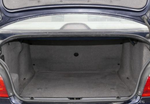 BMW Seria 5 E39/4 sedan przestrzeń załadunkowa