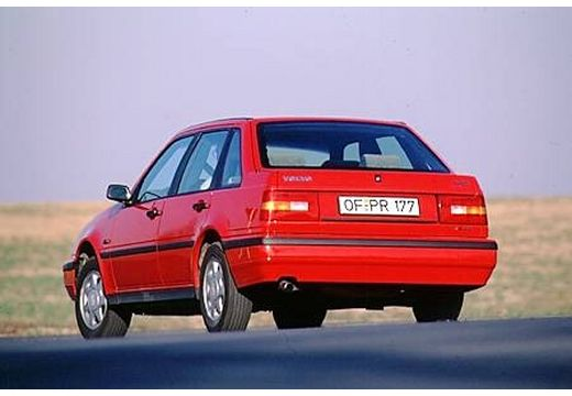 VOLVO 440 hatchback czerwony jasny tylny lewy