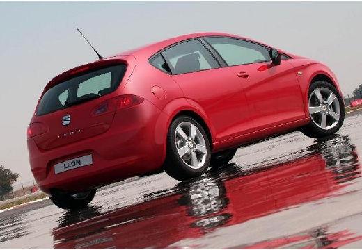SEAT Leon hatchback czerwony jasny tylny prawy