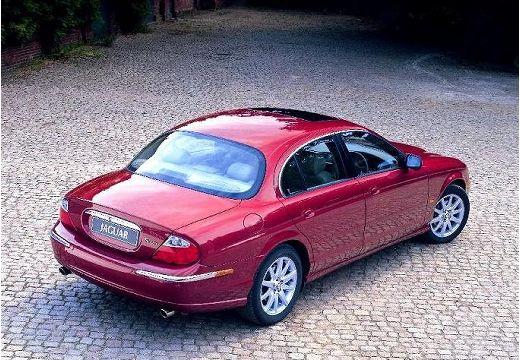 JAGUAR S-Type sedan bordeaux (czerwony ciemny) tylny prawy