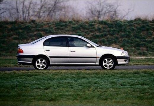 Toyota Avensis I sedan silver grey boczny prawy