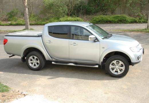MITSUBISHI L 200 L200 pickup silver grey przedni prawy
