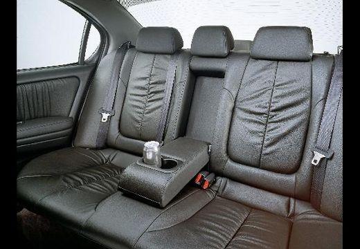 NISSAN Maxima QX II sedan wnętrze