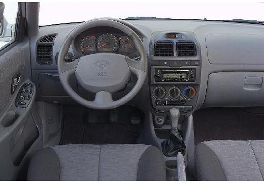 HYUNDAI Accent hatchback tablica rozdzielcza