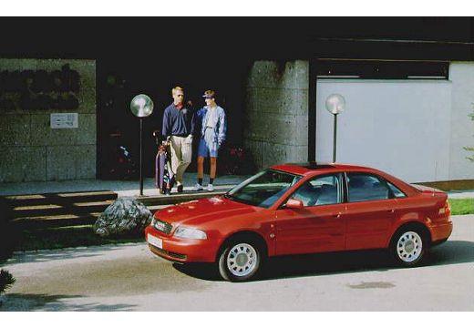 AUDI A4 sedan przedni lewy