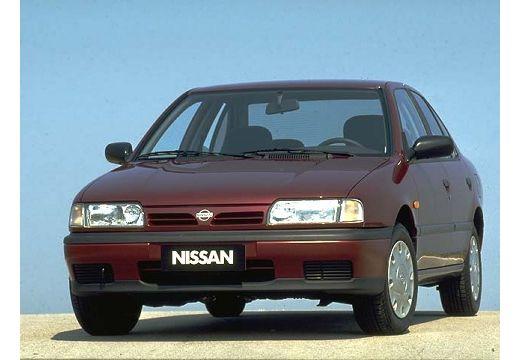 NISSAN Primera I sedan bordeaux (czerwony ciemny) przedni lewy