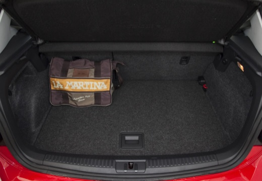 VOLKSWAGEN Polo V I hatchback czerwony jasny przestrzeń załadunkowa