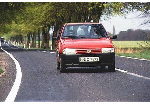 FIAT Uno hatchback czerwony jasny przedni