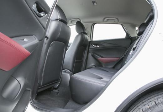 MAZDA CX-3 hatchback biały wnętrze