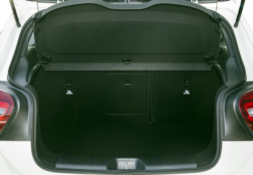 MERCEDES-BENZ Klasa A W 176 hatchback przestrzeń załadunkowa