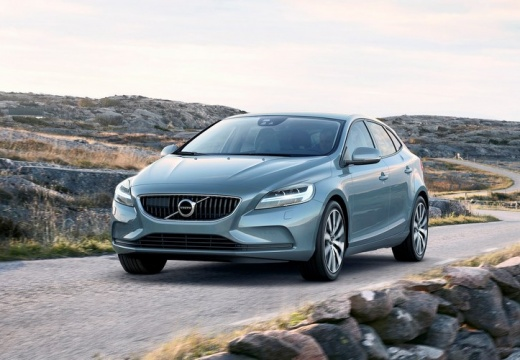 VOLVO V40 Cross Country Hatchback