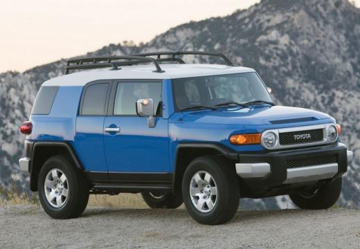 Toyota FJ Cruiser kombi niebieski jasny przedni prawy