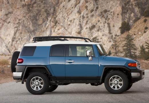 Toyota FJ Cruiser kombi niebieski jasny boczny prawy