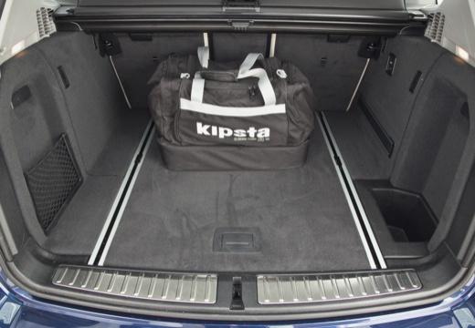 BMW X3 X 3 F25 I kombi niebieski jasny przestrzeń załadunkowa