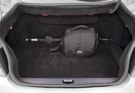 ASTON MARTIN DB9 PL coupe silver grey przestrzeń załadunkowa