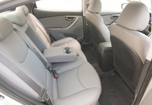 HYUNDAI Elantra sedan wnętrze