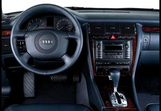 AUDI A8 sedan tablica rozdzielcza