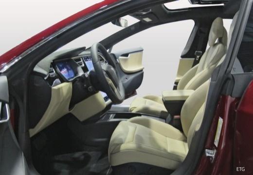 TESLA Model S hatchback wnętrze