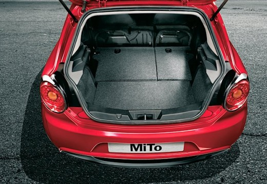 ALFA ROMEO MiTo I hatchback czerwony jasny przestrzeń załadunkowa